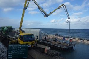 度杭崎海岸高潮対策工事 施工状況 水中コンクリート打込み