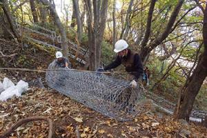 島牧海岸(原歌地区)治山工事 ネット、金網設置