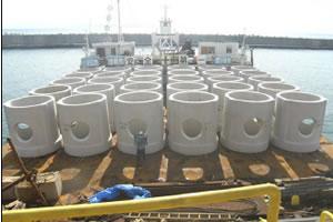 北海道津軽海峡地区函館銭亀魚礁設置工事 ブロック積込み完了