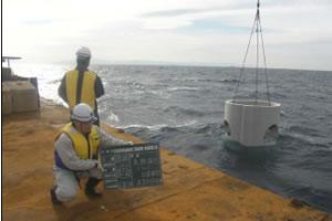 北海道津軽海峡地区函館銭亀魚礁設置工事 ブロック沈設状況