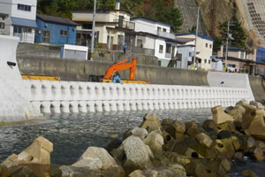 元村恵山線(A地-117)工事(繰越明許) 直立消波ブロック据付完了