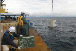 渡島中部地区広域漁場(函館西部)魚礁設置工事(特定) 魚礁ブロック沈設 海上施工