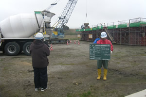 北海道津軽海峡地区函館銭亀魚礁設置工事(24補正) ブロックコンクリート打設状況