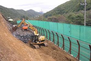 函館南茅部線(B-263)改築工事 掘削工 施工状況