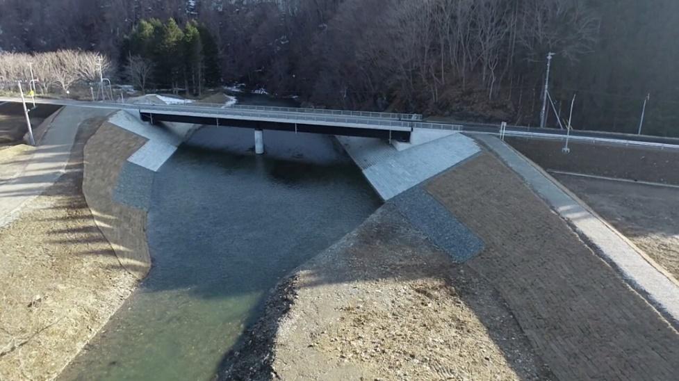 函館恵山線(B地)工事(白滝沢橋) 法覆護岸完了